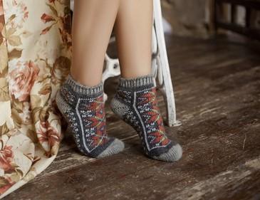 Следы Бабушкины носки